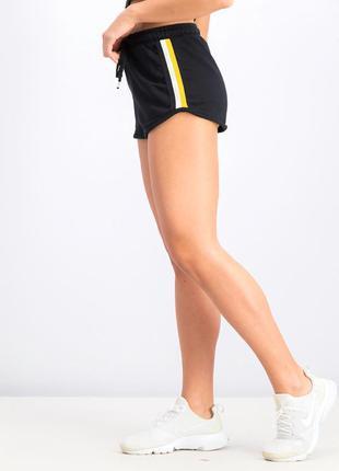 Стильные спортивные шорты с лампасами от bershka