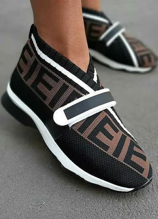 Модные женские кроссовки  фенди