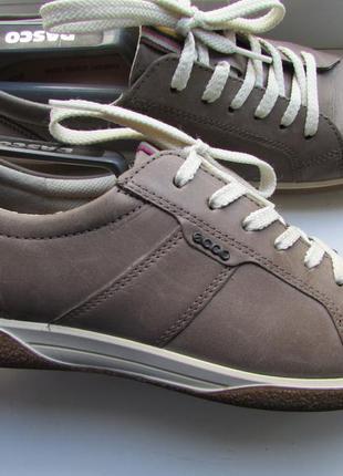 Кроссовки ecco оригинальные кожа длина по стельке 25,5 см