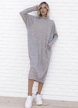 Бежевое ангоровое платье кроя летучая мышь