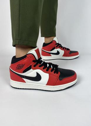 Кроссовки nike air jordan 1 retro красные с черным/белым