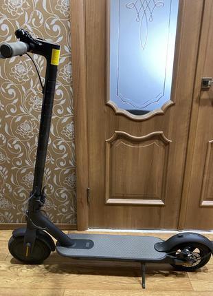 Электросамокат xiaomi mi electric scooter essential black