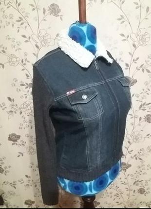 Джинсовая куртка с трикотажными рукавом