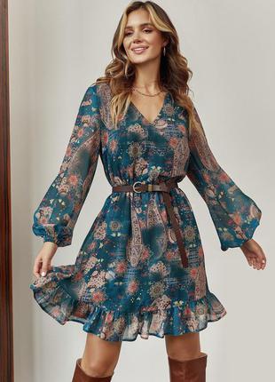 Короткое шифоновое платье до колен мини миди с длинными объемными рукавами с треугольным вырезом бутылка с талией на резинке
