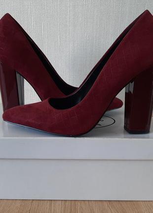 Туфли  bata замшевые  р 39