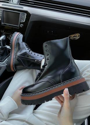 Трендові жіночі чобітки на високій підошві