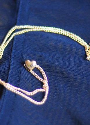 Маленькая изящная цепочка с ювелирным плетением на шею с маленьким сердечком под золото