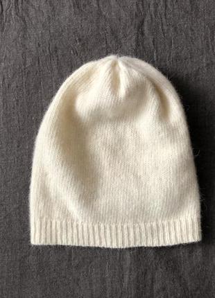 Шерстяная шапочка.