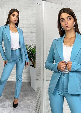 Женский стильный брючный костюм с удлиненным пиджаком