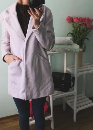 Легкое лиловое пальто atmosphere с приспущеными плечами