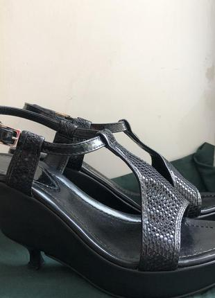 Fendi босоножки на интересной платформе и каблуке туфлиоригинал
