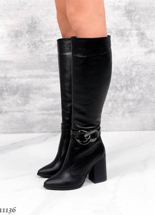 Кожаные демисезонные сапоги на каблуке со съёмной цепью чёрные