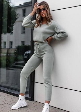 Тепленький женский вязаный костюм свитер и брюки