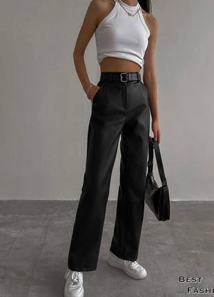 Трендовые брюки клёш из эко-кожи в бежевом и в чёрном цвете с ремнём в наличии