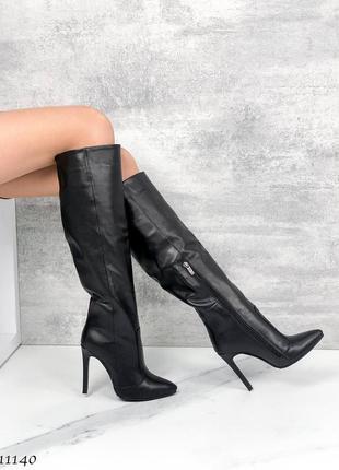 Кожаные демисезонные сапоги на каблуке чёрные