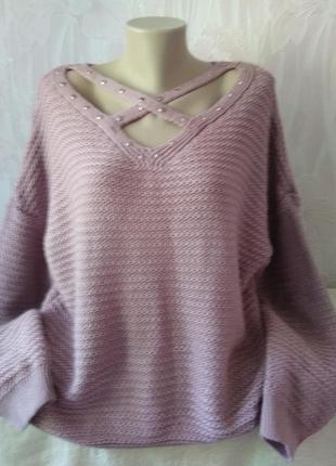 Стильный свитерок большого размера.