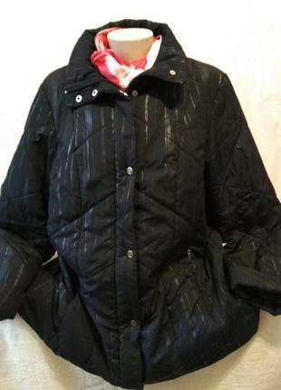 Демисезонная куртка на синтепоне большого размера.
