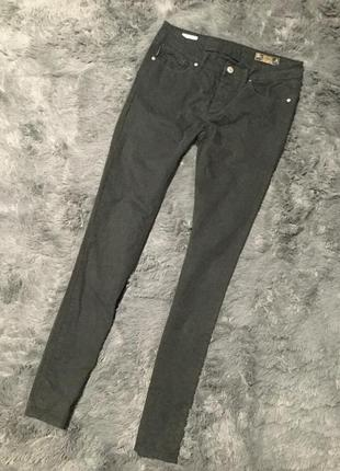 Чёрные брюки слим фит