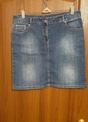 Джинсовая юбочка размера 48-50.