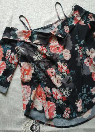 Красивая блуза в цветгчный принт