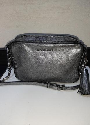 Стильная сумочка кросбоди с номером michael kors
