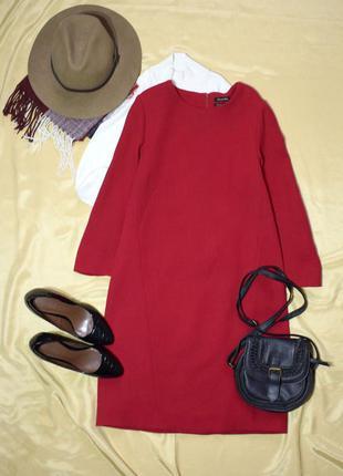 Добротне статусне червоне пряме плаття з вовни