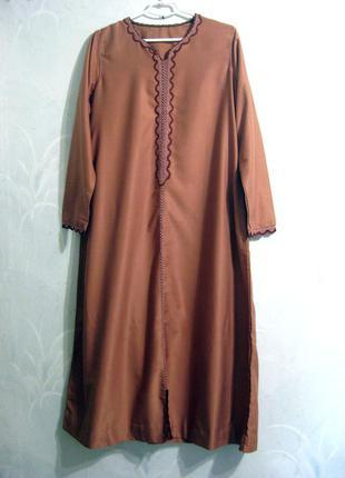 Этническое длинное платье абая коричневое восточный стиль с вышивкой вышиванка