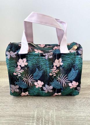 Очень вместительная сумочка-косметичка от ив роше