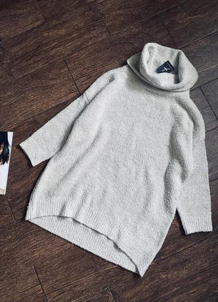 Очень красивый удлинённый вязаный свитер /гольф