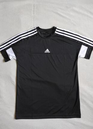 Мужская футболка adidas designed d2 move.