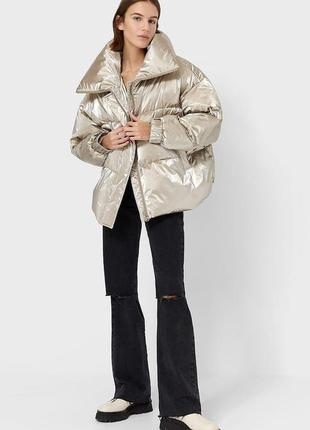 Теплая, краствейшая куртка stradivarius