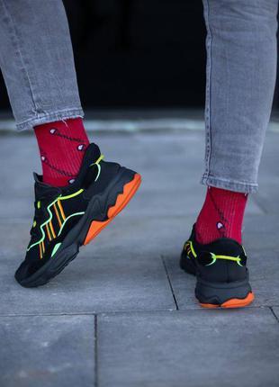 Adidas ozweego кроссовки унисекс черные с цветными полосками