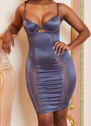 Платье в бельевом стиле с вставками из сетки облегающее атласное кружевное вечернее на тонких бретельках миди