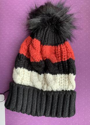 Шапка жіноча, шапка с бомбоном акрил, вязаная шапка. зимова шапка, теплая шапка женская.
