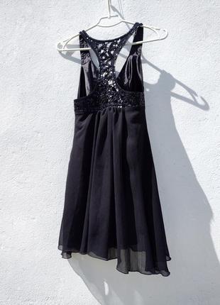Красивое чёрное коктейльное платье расшитое бисером бренда skandal