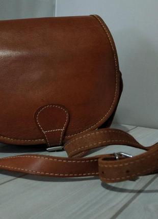 Кожаная коричневая сумка седло красивого карамельного цвета