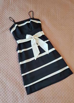 Коктейльное платье вечернее нарядное черно-белое в полоску атласное
