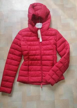 Куртка красная с капюшоном и карманами, стеганная,   cl
