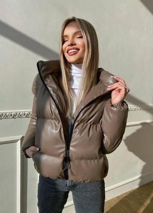 Куртка-пуховик из экокожи с капюшоном ❄️🌈 светлый беж, мокко, черный, пудра, графит, хаки