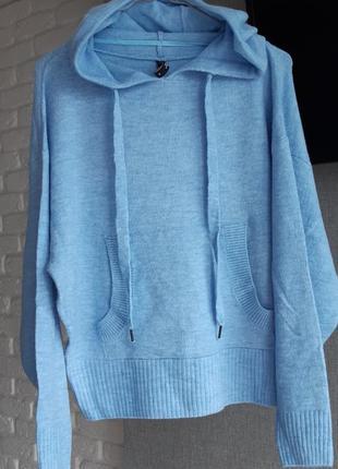 Стильный свитер небесно-голубого цвета page
