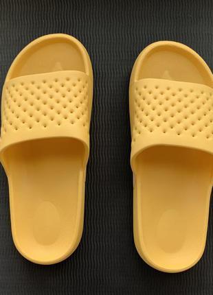 Тапочки жіночі, резинові, шлепанцы женские. яскраві, жовті шльопанці, зручні.