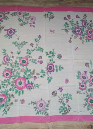 Красивый подписной шелковый платок, шов роуль на лицевую сторону