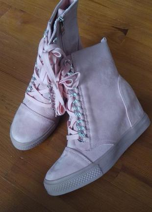 Чобітки сапожки ботинки ботильйони черевики
