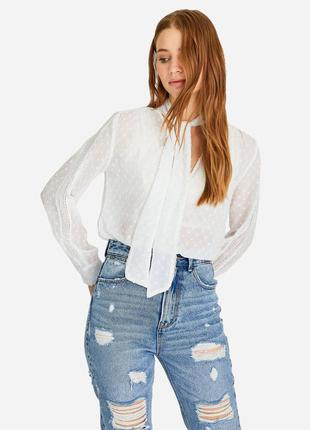 Нежная прозрачная блуза с кружевом