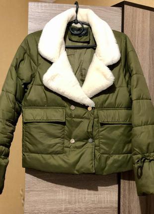 Женская куртка цвета хаки с воротником размер с-м