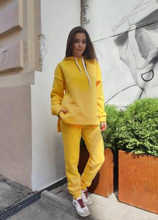 Яркий желтый тёплый спортивный костюм