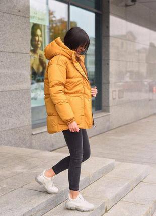 Зимняя куртка матовая плащевка на кнопках с поясом удлиненная с капюшоном