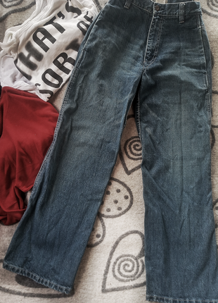 Плотные широкие джинсы