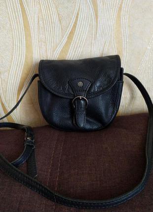Черная кожаная сумочка yoshi