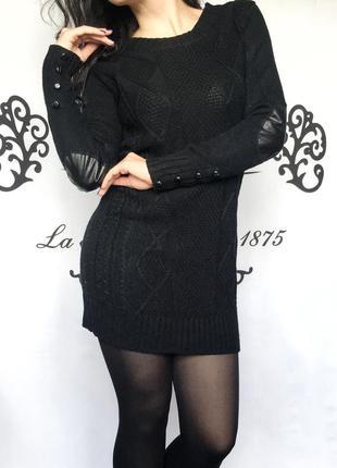 Платье с латками на рукавах